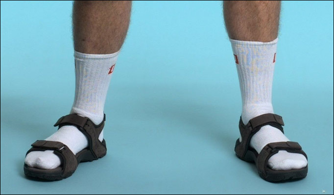 fashion mistakes - socks with sandals